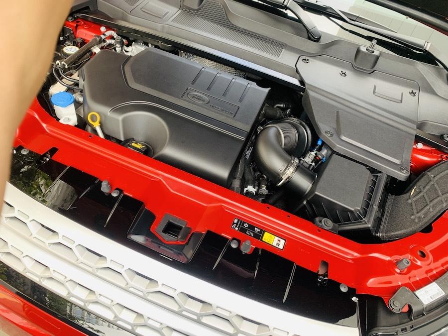 Động cơ xăng 2.0lit: Mẫu xe Land Rover Discovery Sport Phiên Bản HSE Luxury Màu Đỏ.