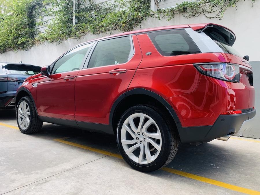 kích thước 4,6met Mẫu xe Land Rover Discovery Sport Phiên Bản HSE Luxury Màu Đỏ.