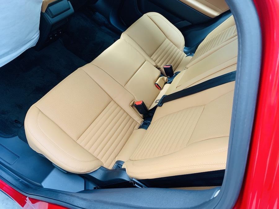 hàng ghế sau Mẫu xe Land Rover Discovery Sport Phiên Bản HSE Luxury Màu Đỏ.