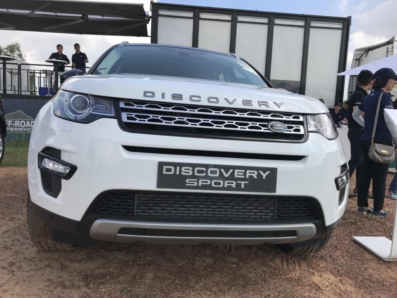 Giá Xe 5 Chỗ Land Rover Discovery SPort Màu Trắng 7 chỗ đời mới nhất 2019 Bao Nhiêu Tại Việt Nam, mẫu xe 2.0 máy xăng phiên bản tiêu chuẩn se, hse, hse luxury khác gì nhau