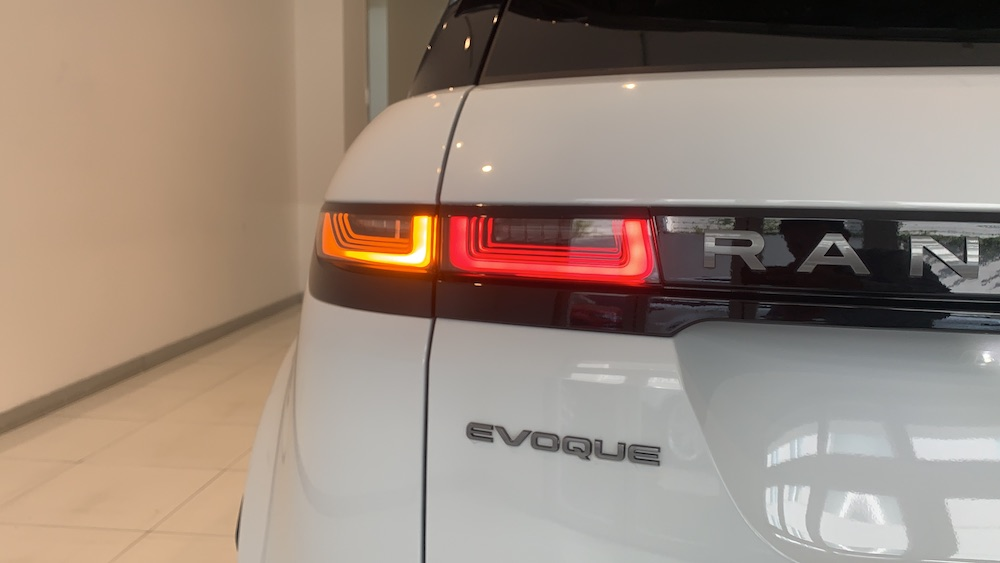 Đuôi Xe Range Rover Evoque 2020 màu trắng