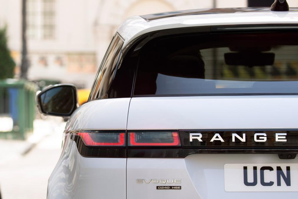 Mẫu Xe 5 Chỗ Range Rover Evoque Đời Mới 2019 Model 2020 Ra Mắt Có Gì Mới, Evoque HSE và Se, Evoque 2020 có bao nhiêu phiên bản, có gì thay đổi so với thế hệ cũ,
