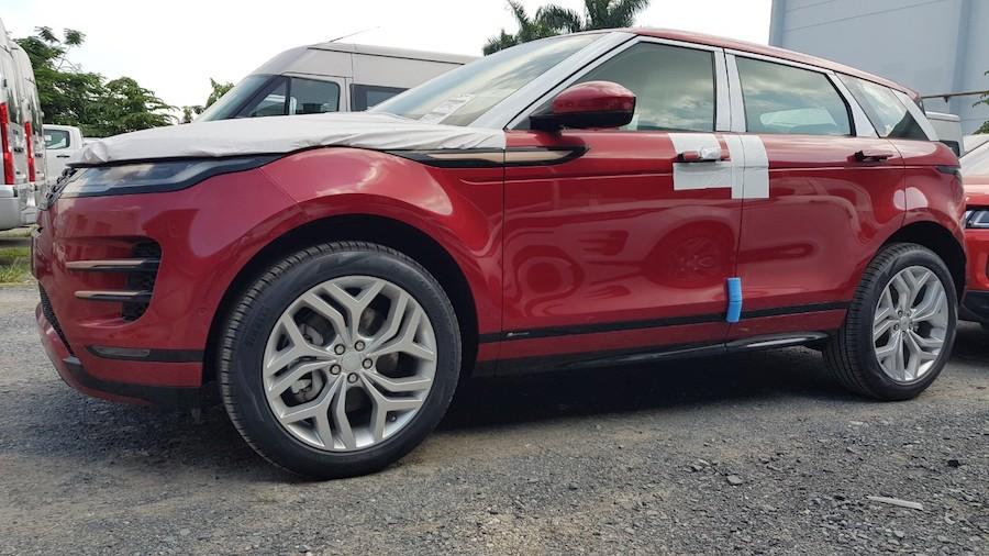 Range Rover Evoque Màu Đỏ Xe Range Rover Evoque Đời 2020 Giá Phiên Bản Rẻ Nhất Bao Nhiêu Có Mấy Loại Tại Việt Nam, Mua Xe LandRover 5 chỗ và 7 Chỗ Tại TP Hồ Chí Minh Ở Đâu, Địa Chỉ Hãng Xe Showroom Range Rover Sai Gon, Salon Oto QUận  7 P