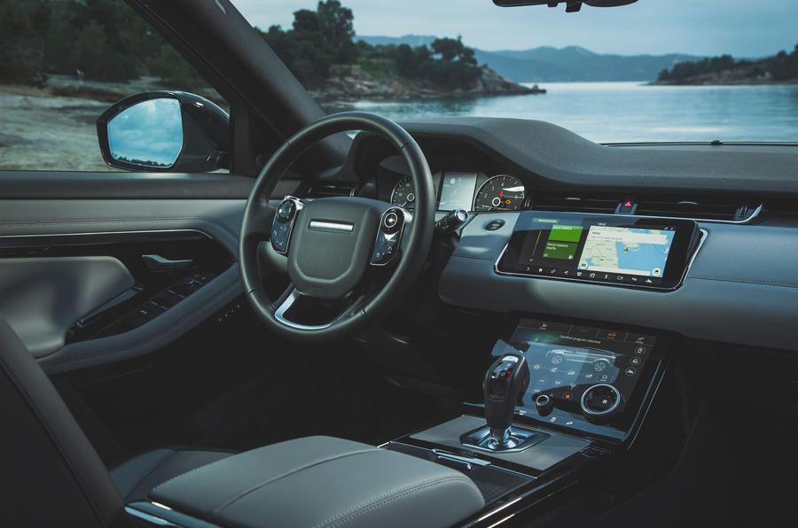 Đánh Giá Xe Range Rover Evoque R-Dynamic HSE 2020 Màu Trắng Theo Báo Anh Đưa Tin