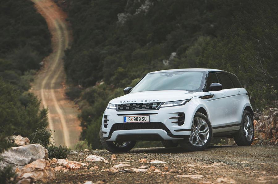 Đánh Giá Xe Range Rover Evoque R-Dynamic HSE Màu Trắng Đời 2020 Theo Báo Anh Đưa Tin mới nhất, Mẫu evoque 5 chỗ thế hệ thứ 2 chính thức trình làng vài tuần qua, có nhiều thay đổi mà bạn chưa biết,