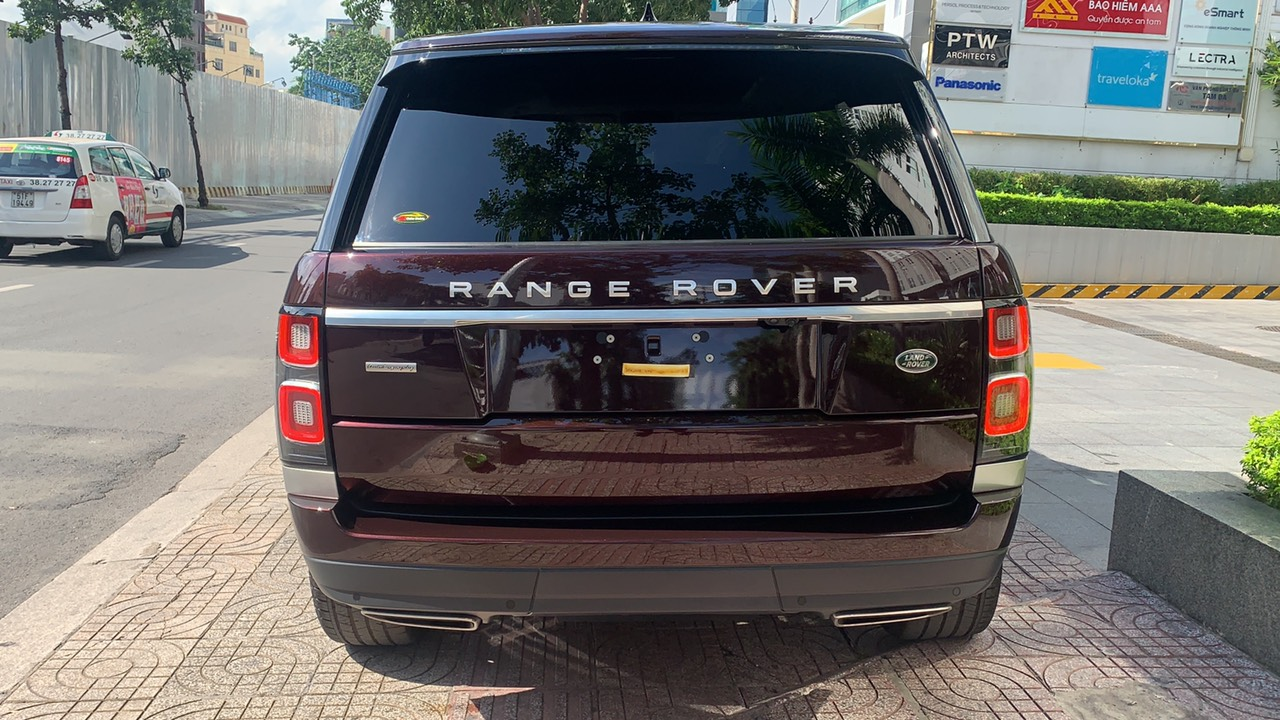màu đỏ đô, Giá Xe Range Rover Vogue 3.0 Supercharged Đời Mới Nhất Tại Việt Nam model 2020 nhiêu tiền, hiên tai giá là 8,899 triệu đồng tại hãng