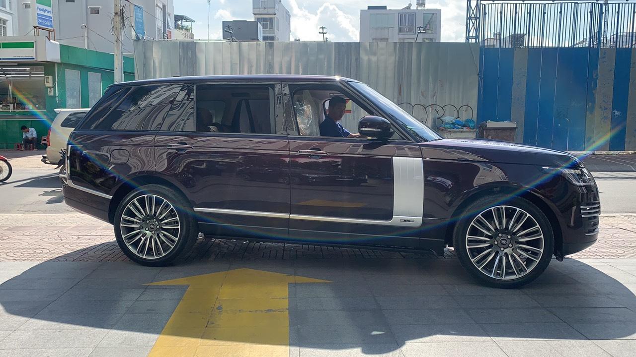 xe màu đỏ, Giá Xe Range Rover Vogue 3.0 Supercharged Đời Mới Nhất Tại Việt Nam model 2020 nhiêu tiền, hiên tai giá là 8,899 triệu đồng tại hãng