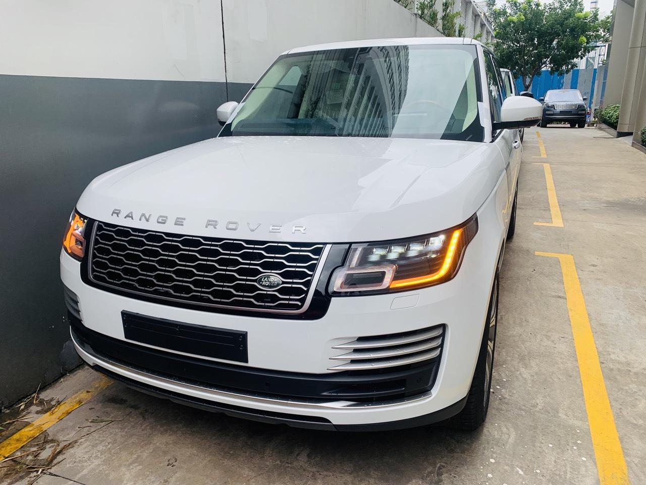 Giá Xe Range Rover Vogue 3.0 Supercharged Đời Mới Nhất Tại Việt Nam model 2020 nhiêu tiền, hiên tai giá là 8,899 triệu đồng tại hãng