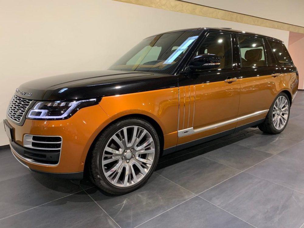 Đây là màu sơn đặc biệt metalic ánh kim 2 màu đen trên và vàng cam ở dưới thân xe