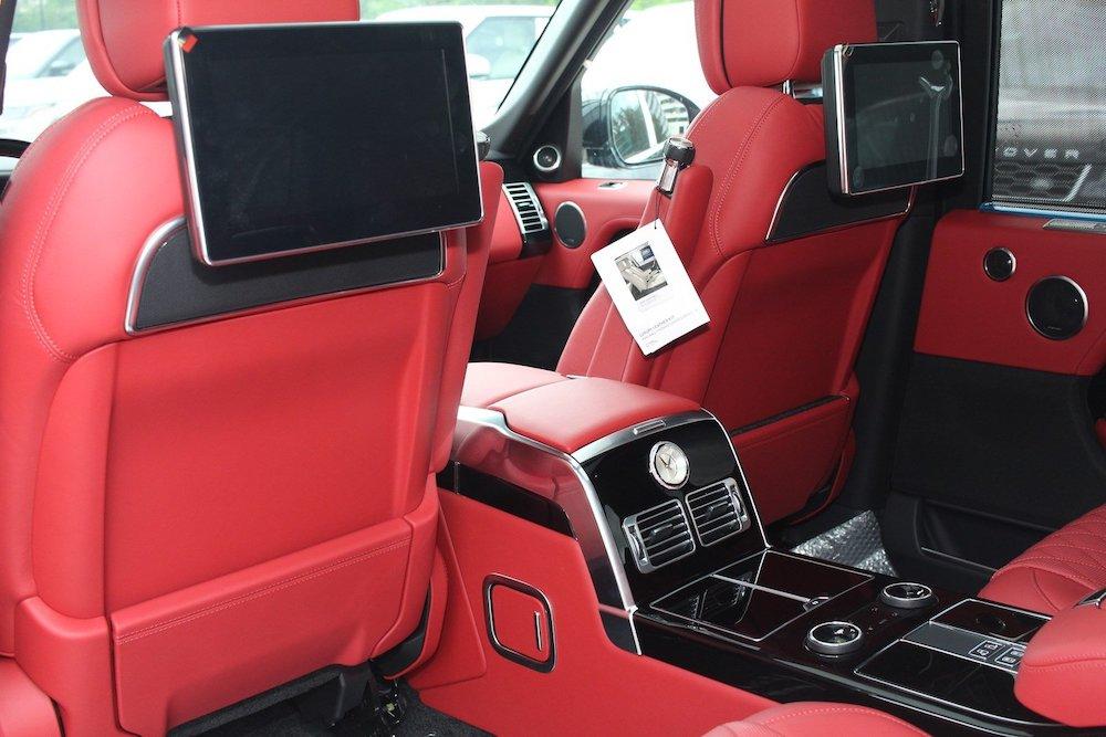 Hàng ghế sau trang bị 2 màn hình giải trí cảm ứng trên xe sv 2020