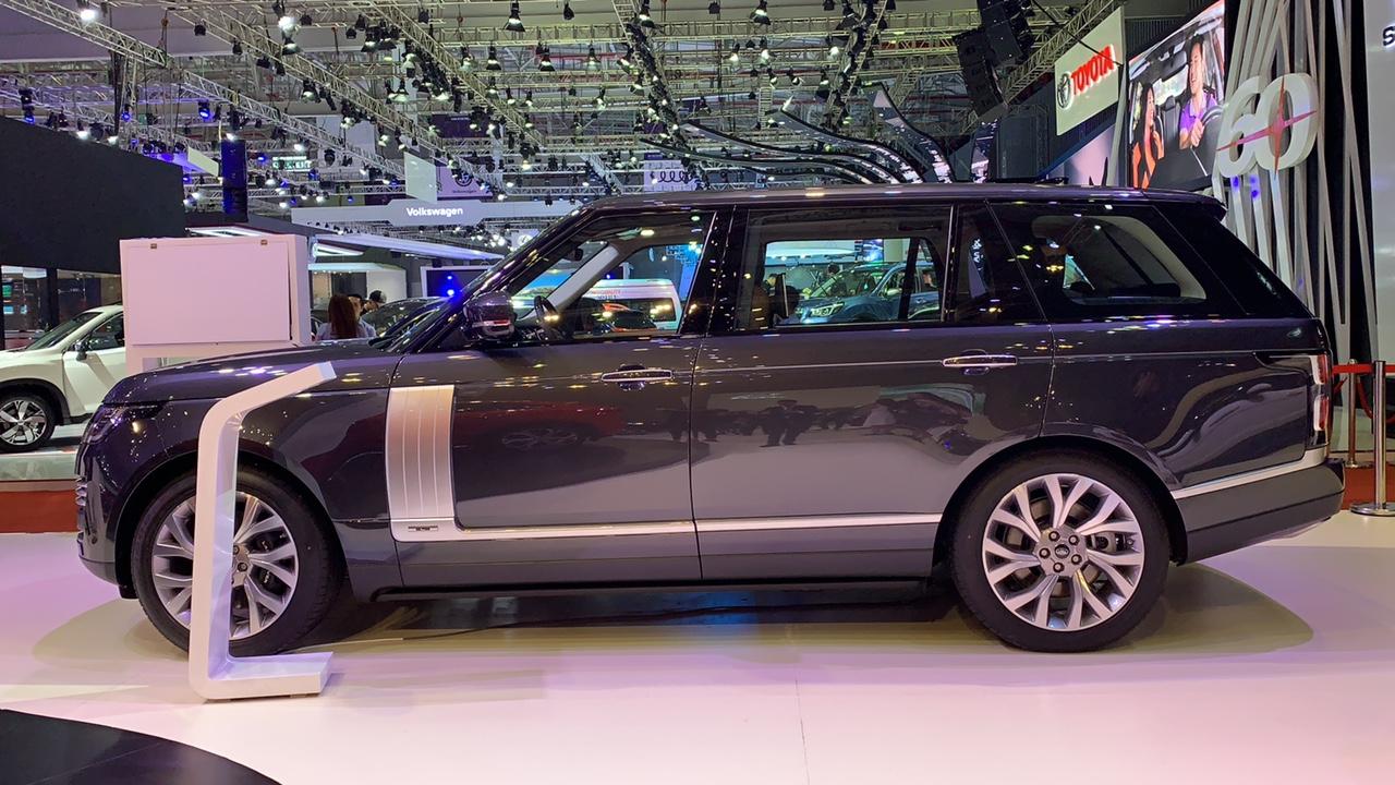 Range Rover Autobiography LWB Bản Dài Ra Mắt Tại Triễn Lãm Bao Nhiêu Tiền, Đời Bao Nhiêu 2019 hay 2020, Động Cơ Mấy Chấm, Bản Supercharged hay HSE, Mấy ghế ngồi, màu đen hay xám, giá rẻ nhất bao nhiêu,