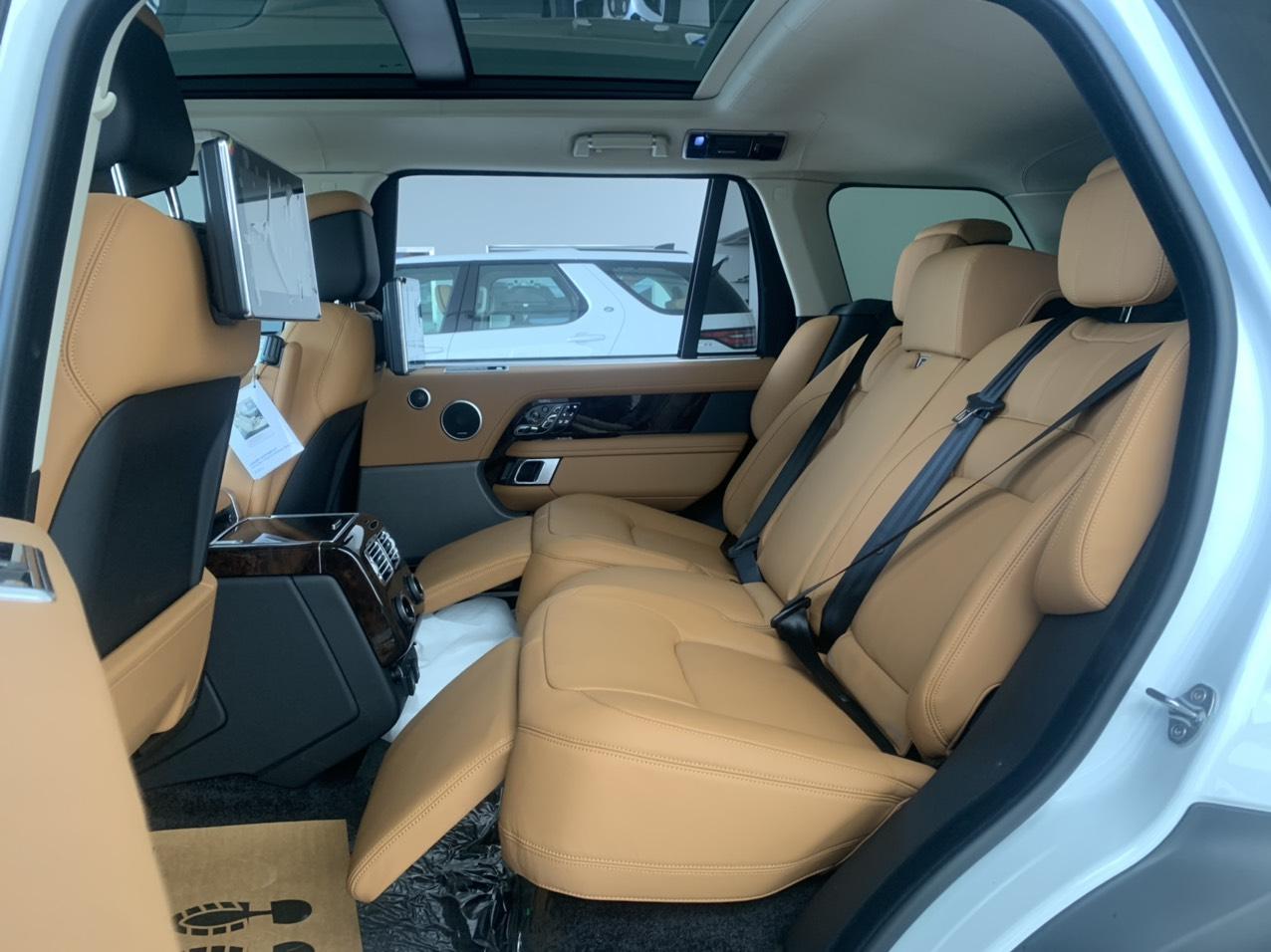 Hàng ghế sau kiểu thương gia trên range rover autobiography lwb màu da bò nâu 2020