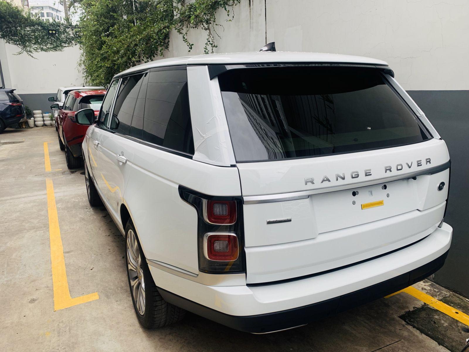 Đuôi Xe Range Rover Auto 2020 màu trắng bản dài