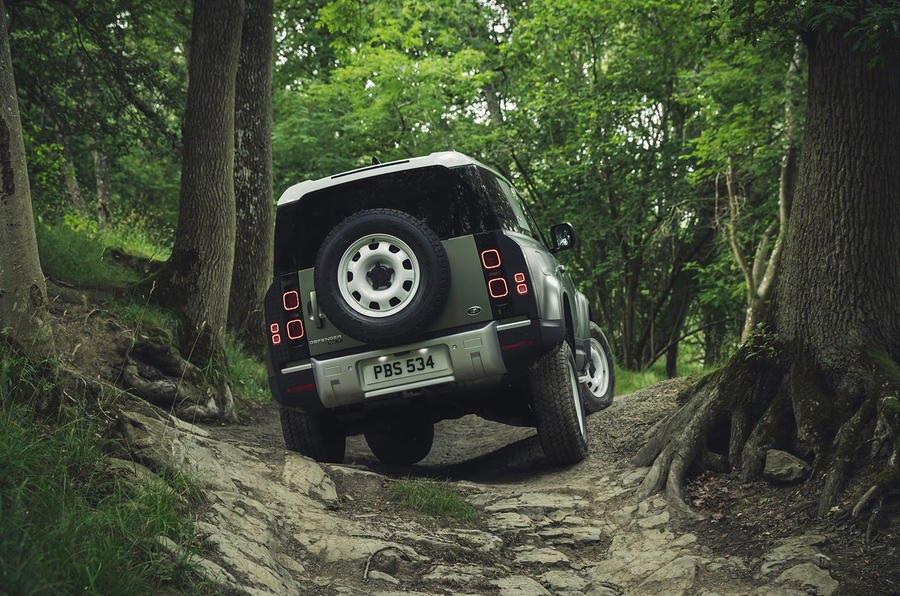 Land Rover Defender P130 Mẫu 7 Chỗ Đối Thủ Mercedes G-Class sẽ ra mắt vào năm sau, mẫu Defender P90, P110 và P130 là bản dài khoảng 5,200mm 7 chỗ người lớn full size