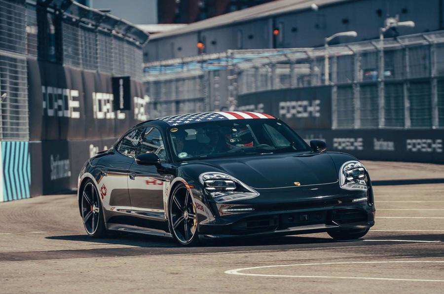 mẫu xe chạy bằng động cơ điện Porsche Taycan ra mắt có gì nổi bật